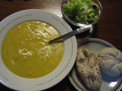 すうぷ屋のコーンスープと冷凍パン+サラダ