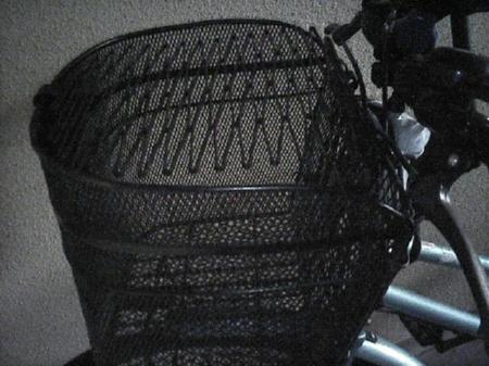自転車の前カゴに取り付けた、防犯ネット