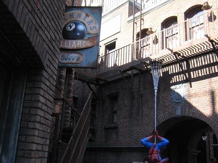 スパイダーマンと一緒に撮影できる
