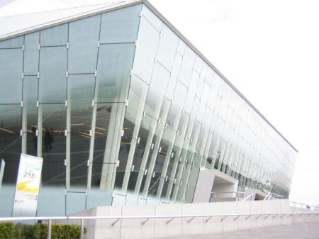 「シルク・ドゥ・ソレイユ シアター東京」の外観