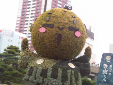 JR浜松駅の「家康くん」ゆるキャラがお出迎え