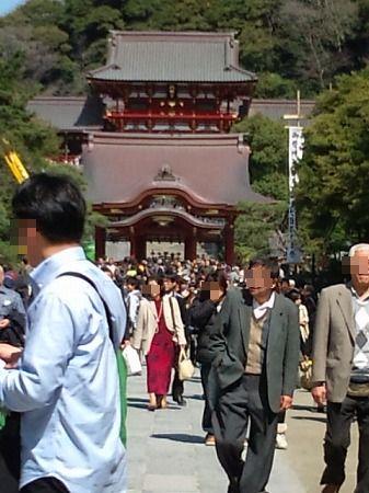 鶴岡八幡宮は人がいっぱい